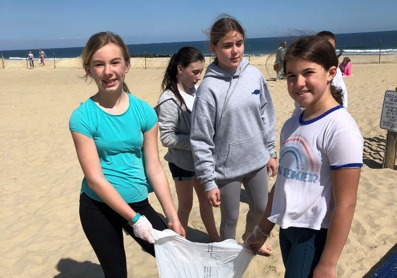6th Grade Students Organize Beach Clean-Up